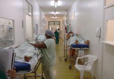 Superlotada, mulheres esperam até 8 h na mesa de parto da maternidade no Piauí