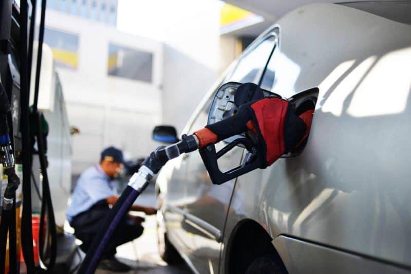 Gasolina sobe pela quarta semana consecutiva e bate novo recorde