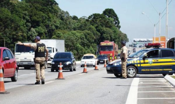 Condutor é preso após tentar subornar PRF no Piauí