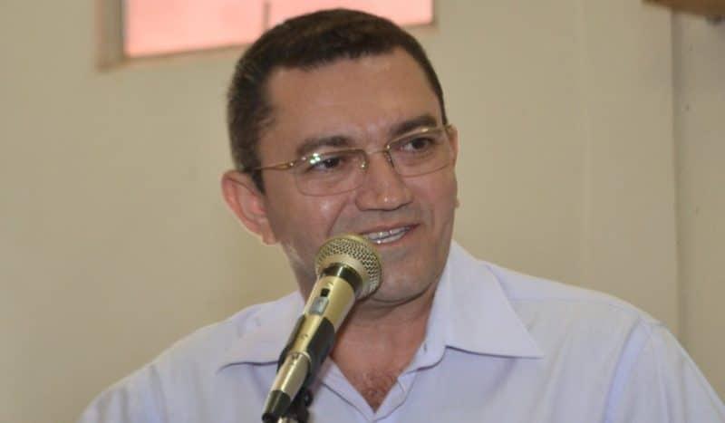 Juiz determina que Padre Walmir pague salários atrasados da Saúde em Picos