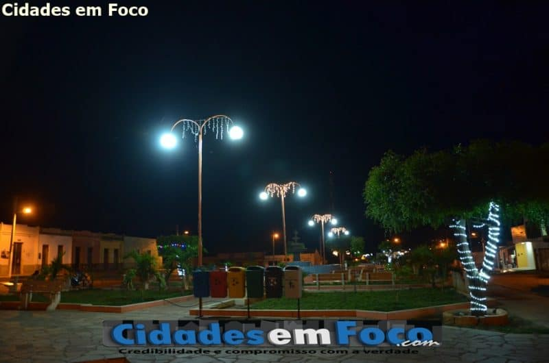 Prefeitura implanta iluminação natalina em Patos do Piauí. Veja fotos!