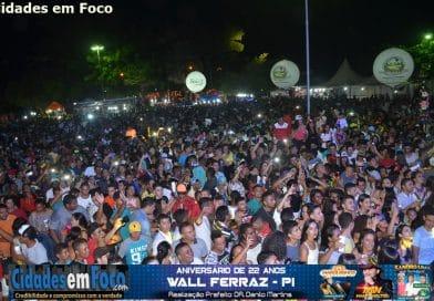 Veja fotos do show de Mano Walter no aniversário de 22 anos de Wall Ferraz do Piauí