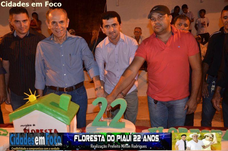 Apresentação do pelotão mirim e corte de bolo nos 22 anos de Floresta do Piauí. Fotos!