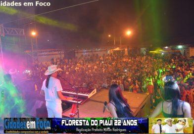 Confira fotos do shows de Frank Aguiar e Francis Lopes no aniversário de Floresta do Piauí. Fotos!