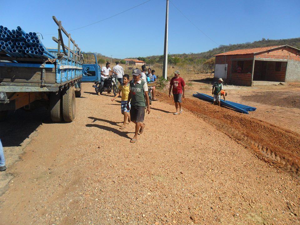 Prefeitura de Floresta conclui mais 3 mil metros de rede de destruição de água na zona rural