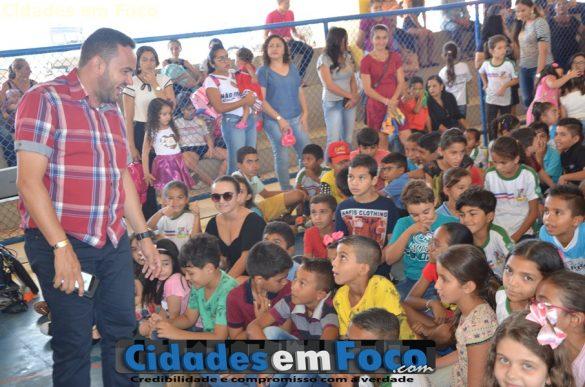 Prefeito Gilson Nunes presente no evento em comemoração ao dia da criança