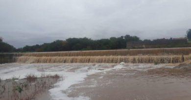 Forte chuva faz barragem da sede de Pio IX transbordar