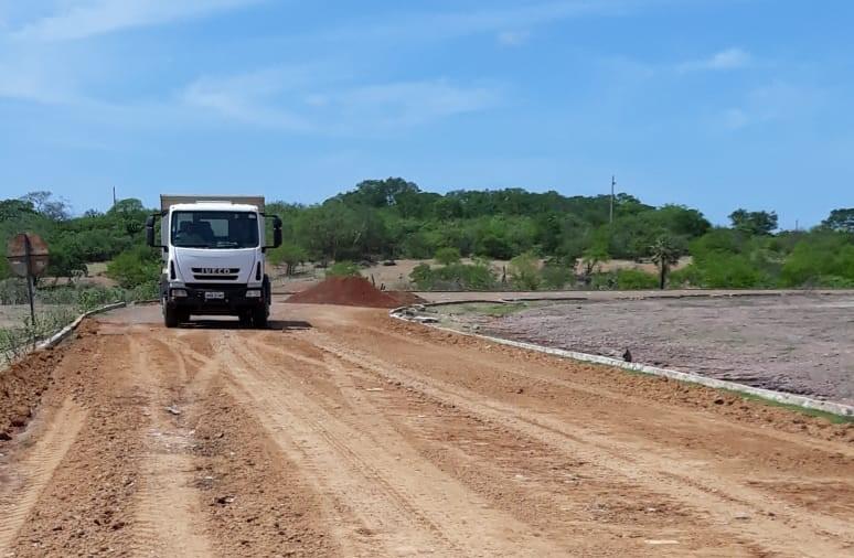 Prefeitos se unem e realiza operação tapa buracos na PI que interliga Floresta e Santo Inácio