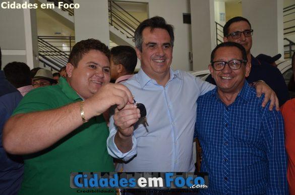 Prefeito Tairo recebe chaves do veículo das mãos do senador Ciro Nogueira!