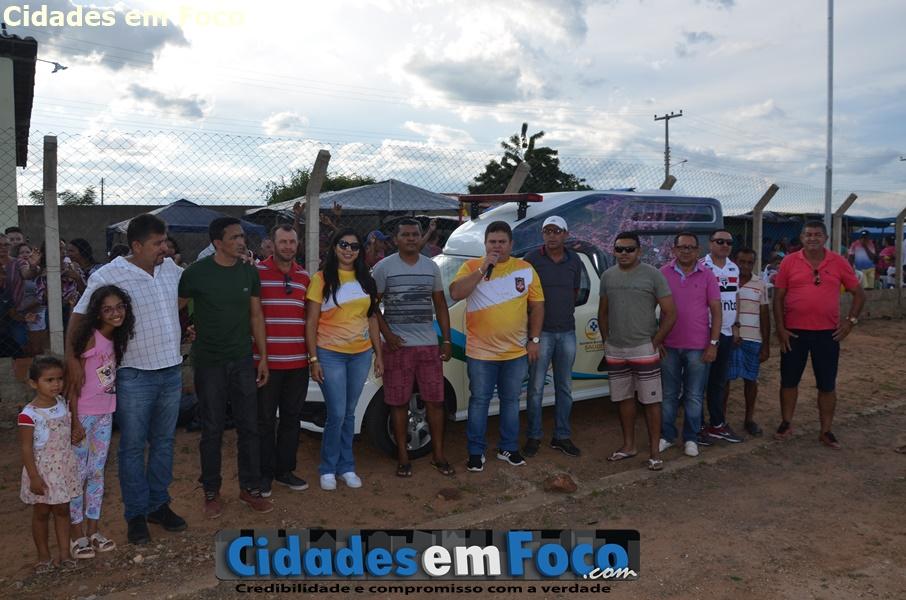 Prefeito entrega nova ambulância e abre Campeonato de Futebol em Santo Inácio