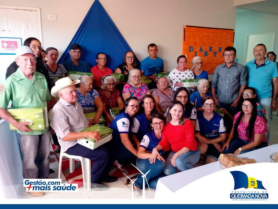 Saúde realiza palestra e entrega material ortopédicos para pacientes em Queimada Nova